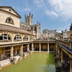 220px-Roman_Baths_in_Bath_Spa,_England_-_July_2006